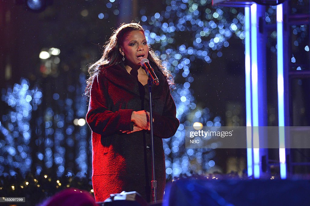 <a gi-track='captionPersonalityLinkClicked' href=/galleries/search?phrase=Audra+McDonald&family=editorial&specificpeople=212782 ng-click='$event.stopPropagation()'>Audra McDonald</a> rehearses for 'Christmas in Rockefeller Center' --