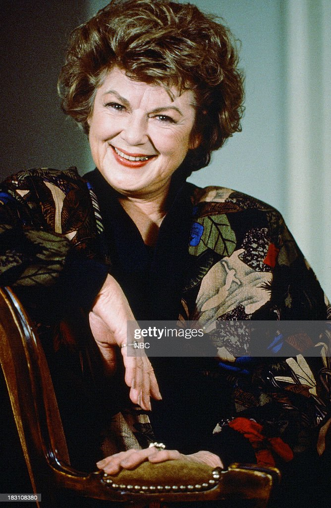 <a gi-track='captionPersonalityLinkClicked' href=/galleries/search?phrase=Barbara+Hale&family=editorial&specificpeople=228760 ng-click='$event.stopPropagation()'>Barbara Hale</a> as Della Street --