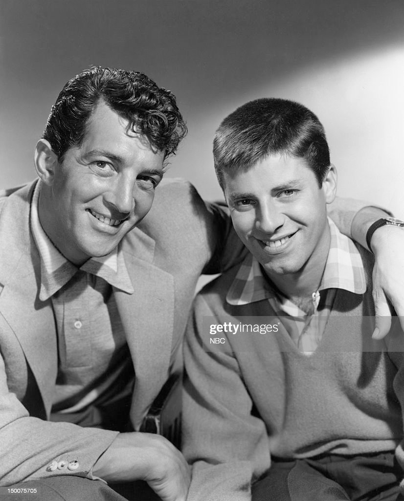 Comedy team (l-r) Dean Martin, <a gi-track='captionPersonalityLinkClicked' href=/galleries/search?phrase=Jerry+Lewis+-+Comedian&family=editorial&specificpeople=202947 ng-click='$event.stopPropagation()'>Jerry Lewis</a> in 1953 --