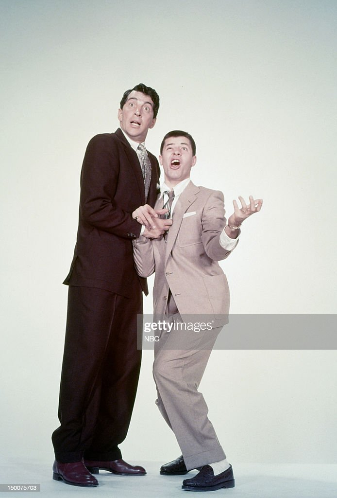 Comedy team (l-r) Dean Martin, <a gi-track='captionPersonalityLinkClicked' href=/galleries/search?phrase=Jerry+Lewis+-+Comedian&family=editorial&specificpeople=202947 ng-click='$event.stopPropagation()'>Jerry Lewis</a> in the 1950s --