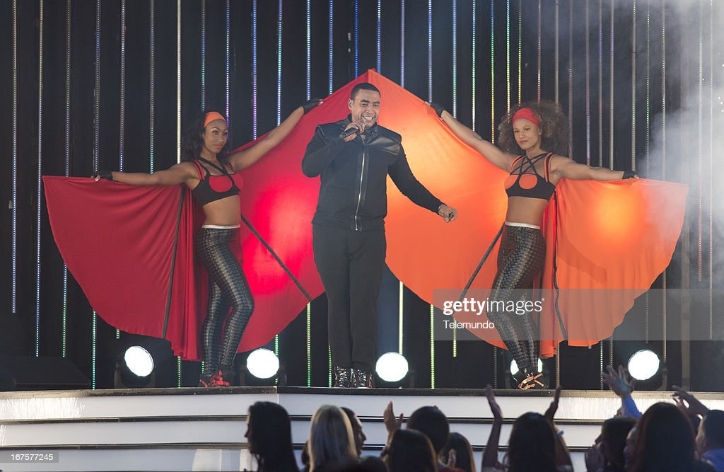 Don Omar performs at the 2013 Billboard Latin Music Awards held at the BankUnited Center, University of Miami in Miami, Florida on April 25, 2013 --