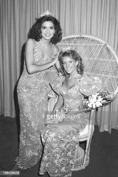 former 1982 Miss America Elizabeth Ward crowns the new Miss America ...