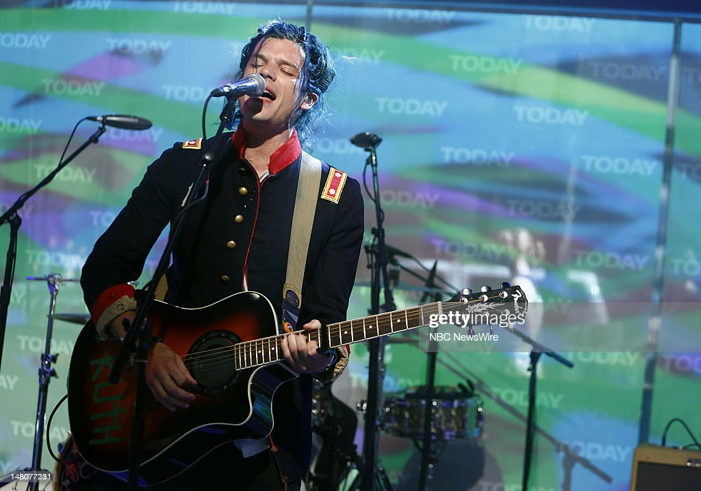 <a gi-track='captionPersonalityLinkClicked' href=/galleries/search?phrase=Grouplove&family=editorial&specificpeople=7324780 ng-click='$event.stopPropagation()'>Grouplove</a> performs on NBC News' 'Today' show --
