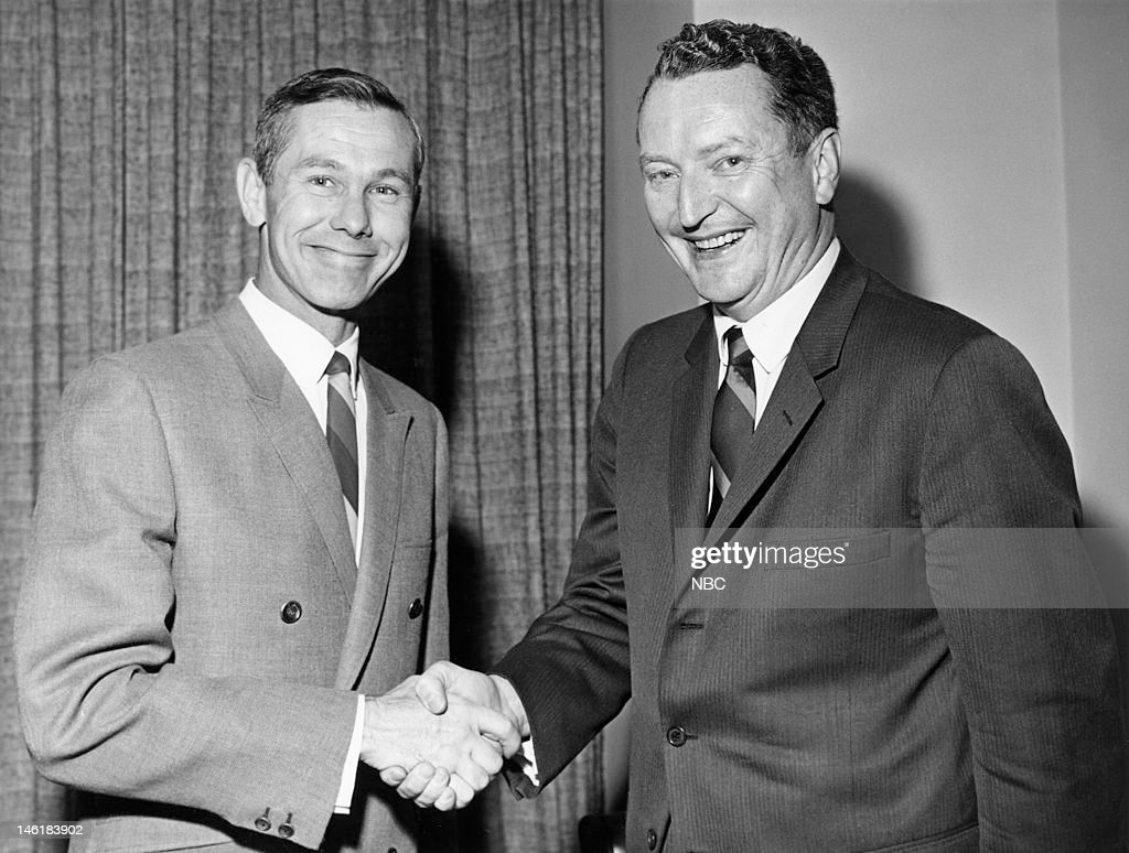 Host <a gi-track='captionPersonalityLinkClicked' href=/galleries/search?phrase=Johnny+Carson&family=editorial&specificpeople=206990 ng-click='$event.stopPropagation()'>Johnny Carson</a>, NBC president Julian Goodman during a signing of Johny Carson's Tonight Show contract in 1966 --