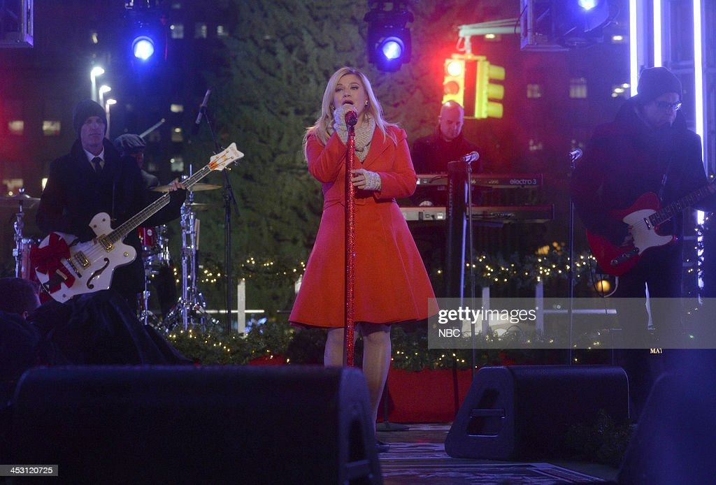 <a gi-track='captionPersonalityLinkClicked' href=/galleries/search?phrase=Kelly+Clarkson&family=editorial&specificpeople=201555 ng-click='$event.stopPropagation()'>Kelly Clarkson</a> rehearses for 'Christmas in Rockefeller Center' --