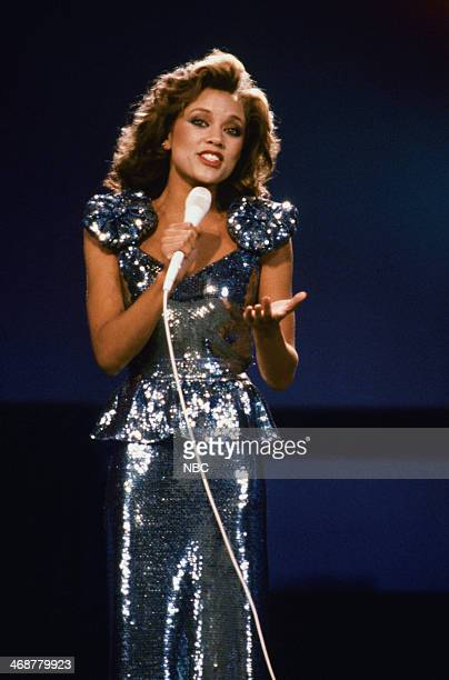 Miss New York Vanessa Williams performs during the 57th Miss America Pagaent held at the Boardwalk Hall in Atlantic City New Jersey on September 17...
