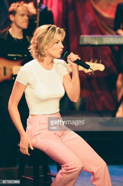 Musician Faith Hill performing on April 29 1999