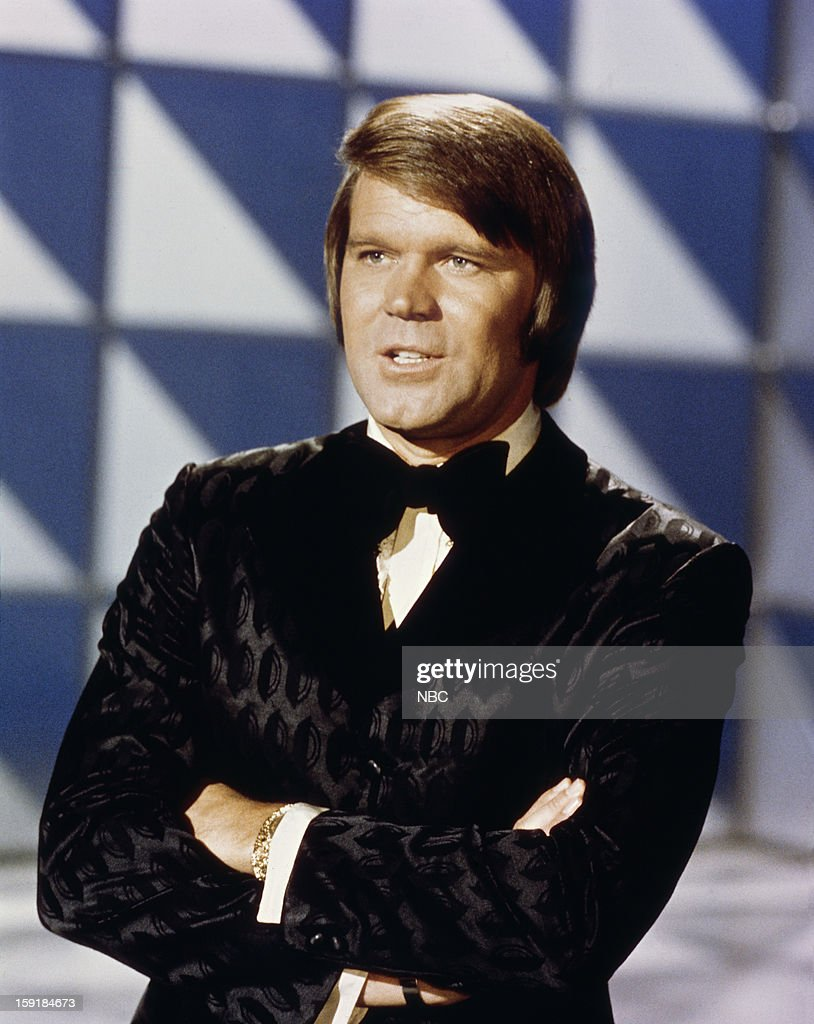Musician <a gi-track='captionPersonalityLinkClicked' href=/galleries/search?phrase=Glen+Campbell&family=editorial&specificpeople=216545 ng-click='$event.stopPropagation()'>Glen Campbell</a> --