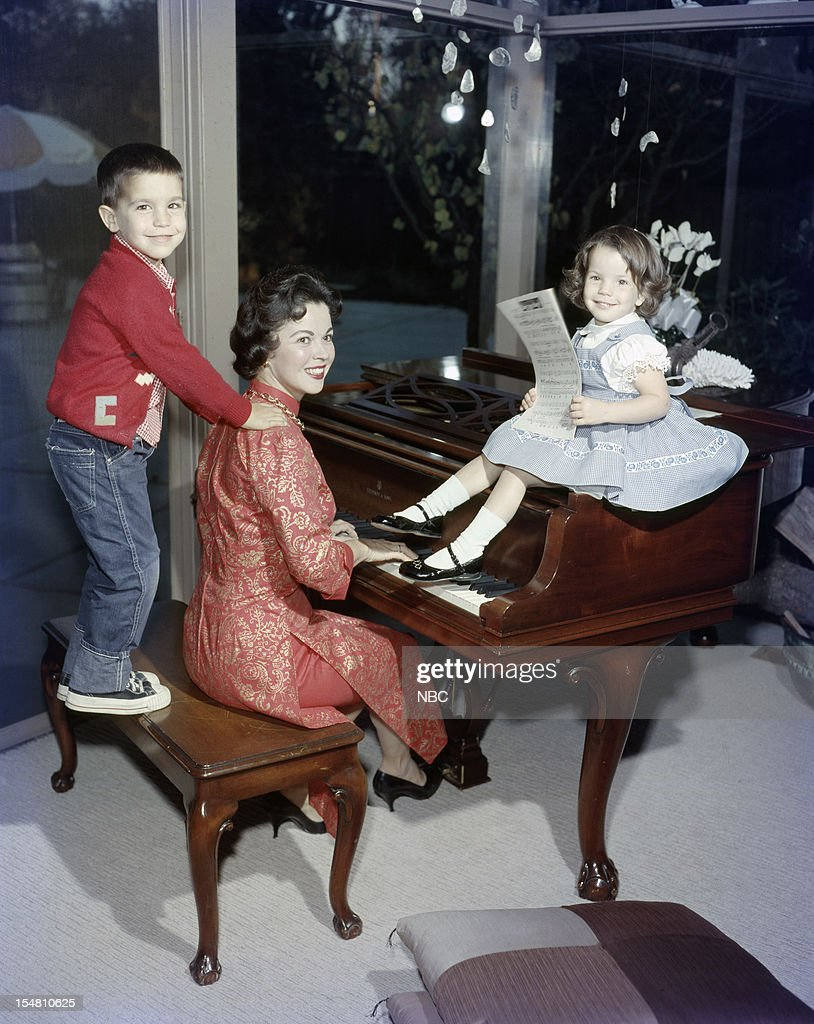Son Charles Black Jr., actress <a gi-track='captionPersonalityLinkClicked' href=/galleries/search?phrase=Shirley+Temple&family=editorial&specificpeople=69996 ng-click='$event.stopPropagation()'>Shirley Temple</a>, daughter Lori Black at home in 1957 --