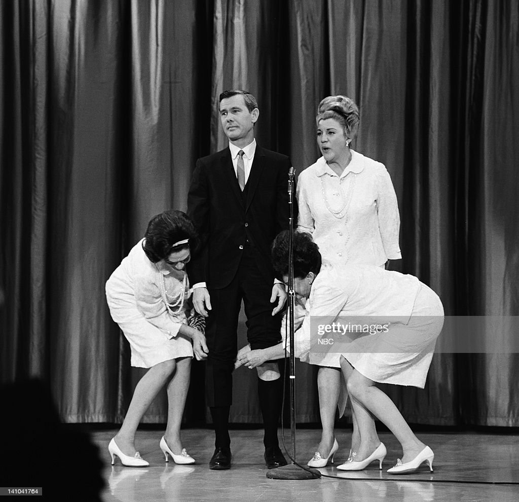 The <a gi-track='captionPersonalityLinkClicked' href=/galleries/search?phrase=Andrews+Sisters&family=editorial&specificpeople=93076 ng-click='$event.stopPropagation()'>Andrews Sisters</a>: LaVerne Andrews, host <a gi-track='captionPersonalityLinkClicked' href=/galleries/search?phrase=Johnny+Carson&family=editorial&specificpeople=206990 ng-click='$event.stopPropagation()'>Johnny Carson</a>, <a gi-track='captionPersonalityLinkClicked' href=/galleries/search?phrase=Patty+Andrews&family=editorial&specificpeople=93920 ng-click='$event.stopPropagation()'>Patty Andrews</a>, <a gi-track='captionPersonalityLinkClicked' href=/galleries/search?phrase=Maxene+Andrews&family=editorial&specificpeople=93752 ng-click='$event.stopPropagation()'>Maxene Andrews</a> on February 1, 1965 -- Photo by: NBC/NBCU Photo Bank