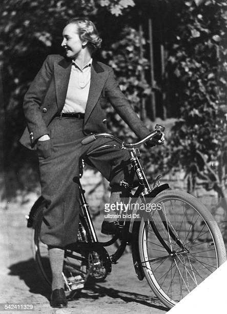 Pictures of daily life Woman with fashionable knickerbockers on a bicycle undated Vintage property of ullstein bild