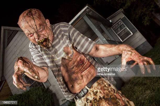 Bilder von echten Klassiker Zombie außerhalb des Old Bauernhaus