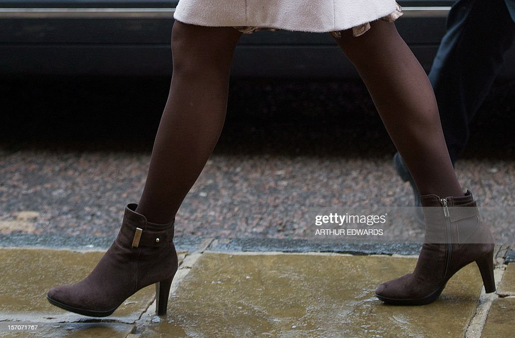 A pictures shows the boots of Britain's Catherine, Duchess of Cambridge as she arrives at the Guildhall during her visit to Cambridge, north of London, on November 28, 2012. Britain's Prince William and his wife Catherine visited the university city that is home to their dukedom on November 28 for the first time since they were given their official titles. AFP PHOTO / POOL / ARTHUR EDWARDS