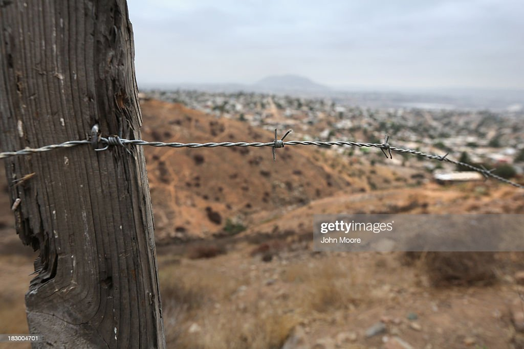 us border control fence 10 shots across the border climbing the fence into the united states considering how much control the cartels hold over barrios like la.