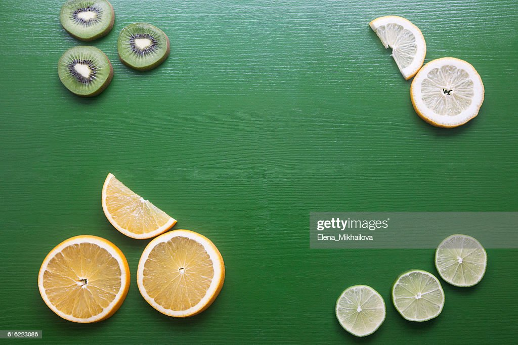 Pieces of fruit on a green background : Stockfoto
