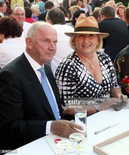 Piech Ferdinand Manager Austria Chairman of the Board of Volkswagen AG with his wife Ursula Piech in Berlin