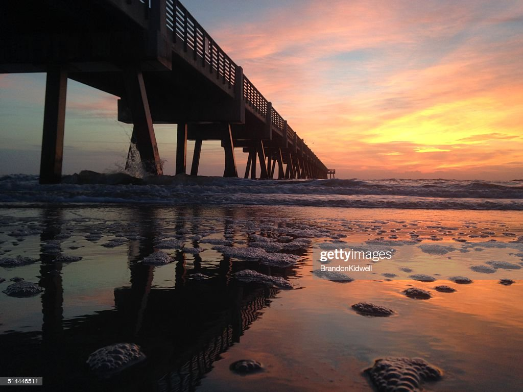 'USA, Florida, Jacksonville Beach, Sunrise over pier'