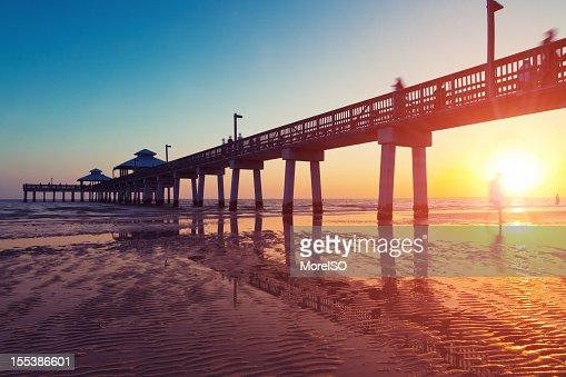 Pier Boardwalk bei Sonnenuntergang