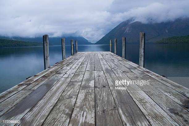 桟橋で湖 Rotoiti 、ネルソン・レイクス国立公園
