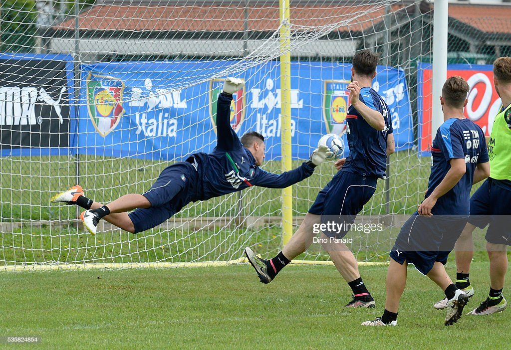 Pierluigi Gollini of Italy U21 in action during Training Session at stadio Comunale on May 30, 2016 in Mestre, Italy.