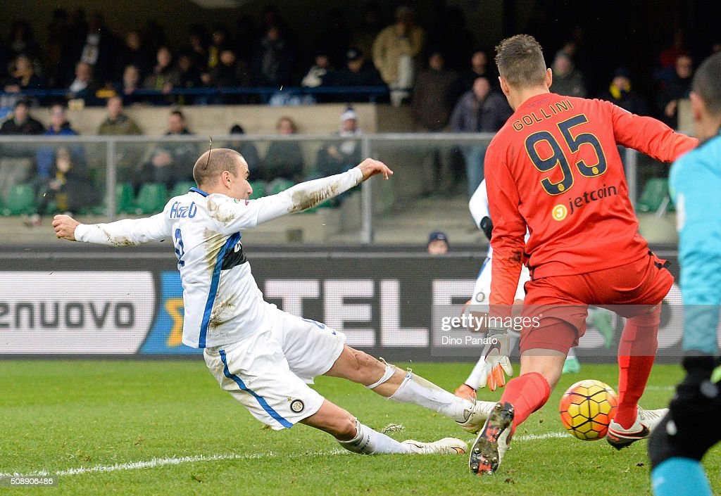 Pierluigi Gollini (R goalkeeper of Hellas Verona saves a shot from <a gi-track='captionPersonalityLinkClicked' href=/galleries/search?phrase=Rodrigo+Palacio&family=editorial&specificpeople=490993 ng-click='$event.stopPropagation()'>Rodrigo Palacio</a> of Internazionale Milano during the Serie A match between Hellas Verona FC and FC Internazionale Milano at Stadio Marc'Antonio Bentegodi on February 7, 2016 in Verona, Italy.