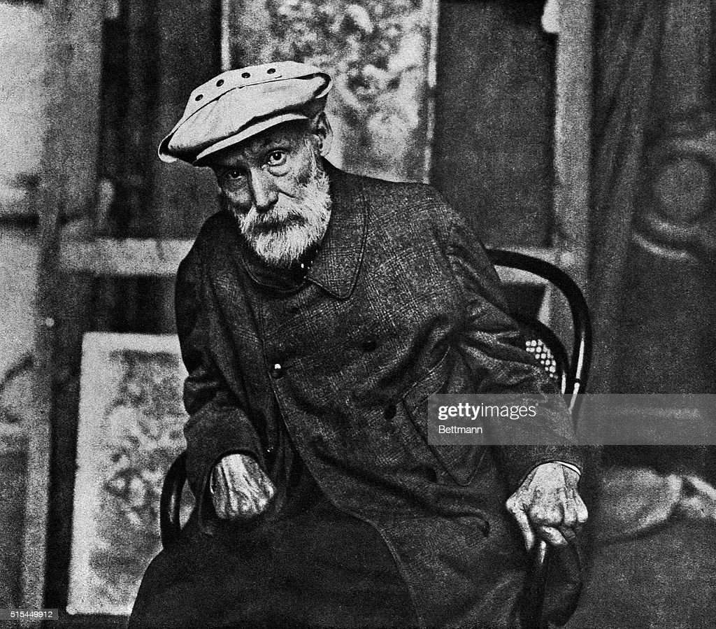 Pierre <a gi-track='captionPersonalityLinkClicked' href=/galleries/search?phrase=Auguste+Renoir&family=editorial&specificpeople=117768 ng-click='$event.stopPropagation()'>Auguste Renoir</a> (1841-1919), the French painter in his old age. Undated photograph.