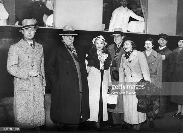 Pierre Brasseur Berlet Jean Murat And Annabelle And Danielle Parola At The Saint Lazare Train Station In Paris On March 14 1934 Having Signed...