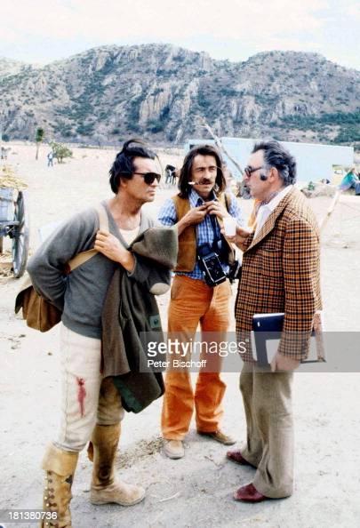 Pierre Brice SetFotograf Guy Joussemet nach DrehSchluß neben den Dreharbeiten zur ARDSerie 'Mein Freund Winnetou' vom französischen Fernsehen...