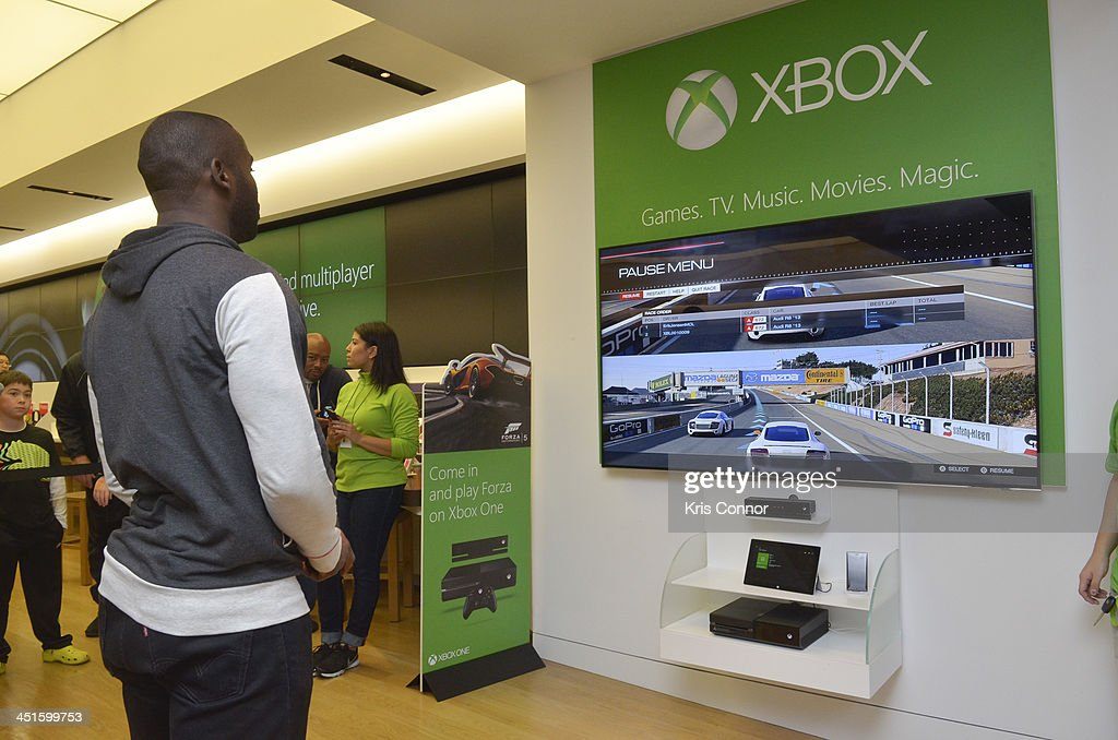Corner Exhibition Stands Xbox One : Microsoft retail store and washington redskins wide
