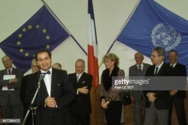 Pierre Gire fonctionnaire de l'ONU elu personnalite de l'annee avec a ses cotes le pianiste Alexis Weissenberg et la journaliste Eve Ruggieri le 18...