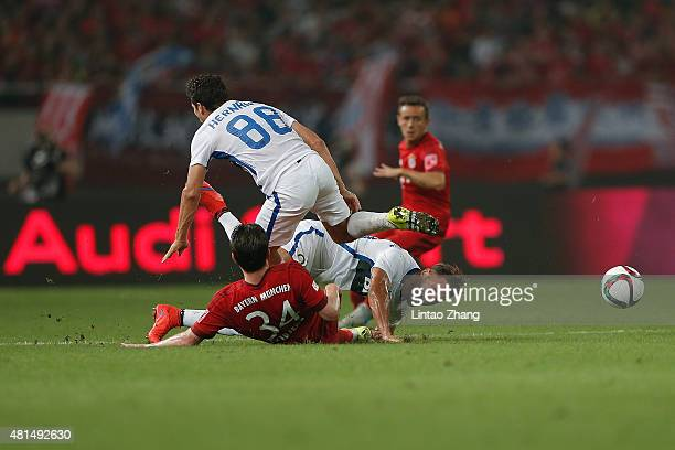 Pierre Hojbjerg of FC Bayern Muenchen challenges Danilo D'Ambrosio and Hernanes of FC Internazionale during the international friendly match between...