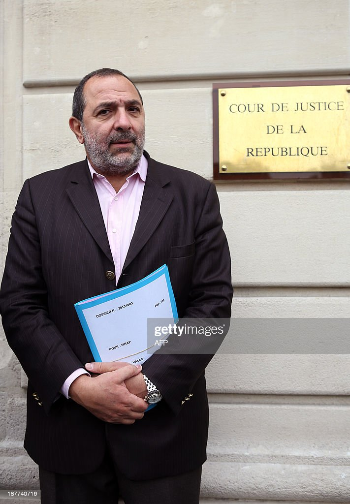 Pierre Mairat, lawyer of French anti-racist NGO MRAP (Movement Against Racism and for Friendship between Peoples) poses upon his arrival at the Law court of the Republic, on November 12, 2013 in Paris, prior to file a complaint against French Interior minister for provoking racial hatred. France's Interior Minister Manuel Valls provoked a row on September 24 when he said the lifestyle of Roma is in confrontation with French society. AFP PHOTO MARION RUSZNIEWSKI