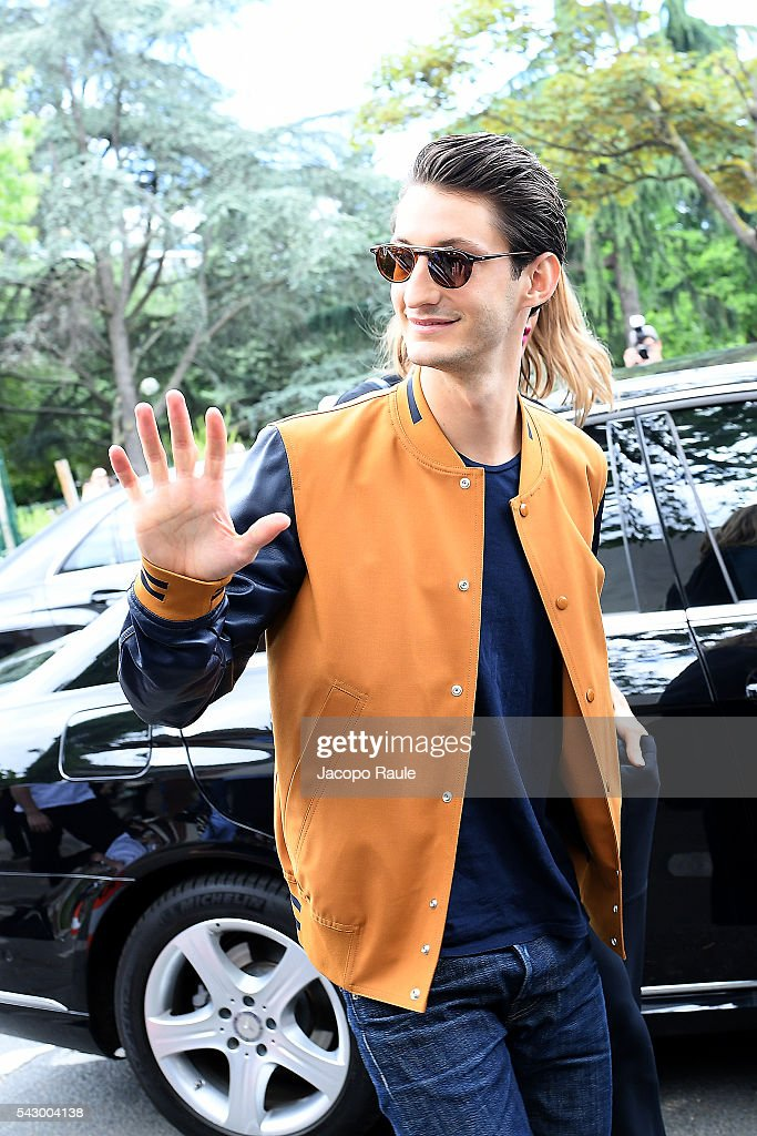Pierre Niney is seen arriving at Dior Show during Paris Fashion Week - Menswear Spring/Summer 2017 on June 25, 2016 in Paris, France.