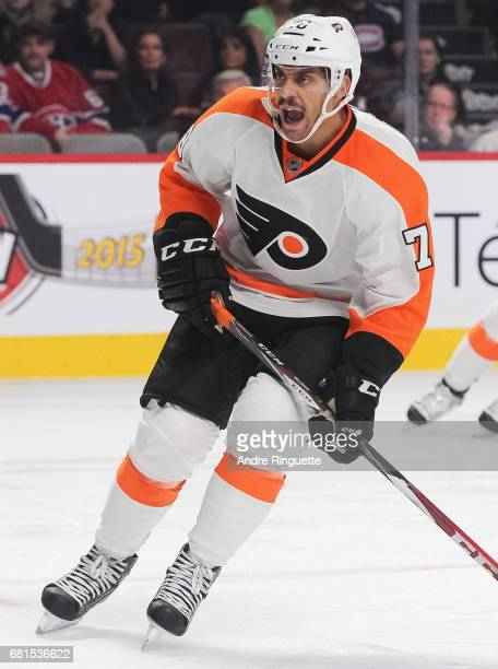 PierreEdouard Bellemare of the Philadelphia Flyers plays in the game against the Montreal Canadiens at the Bell Centre on November 15 2014 in...