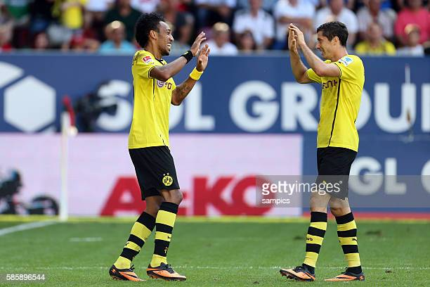 PierreEmerick Aubameyang jubelt mit Robert Lewandowski Fussball Bundesliga FC Augsburg Borussia Dortmund