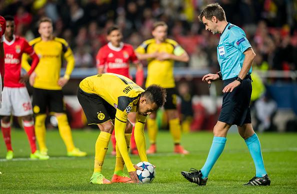 SL Benfica v Borussia Dortmund - UEFA Champions League Round of 16: First Leg : News Photo