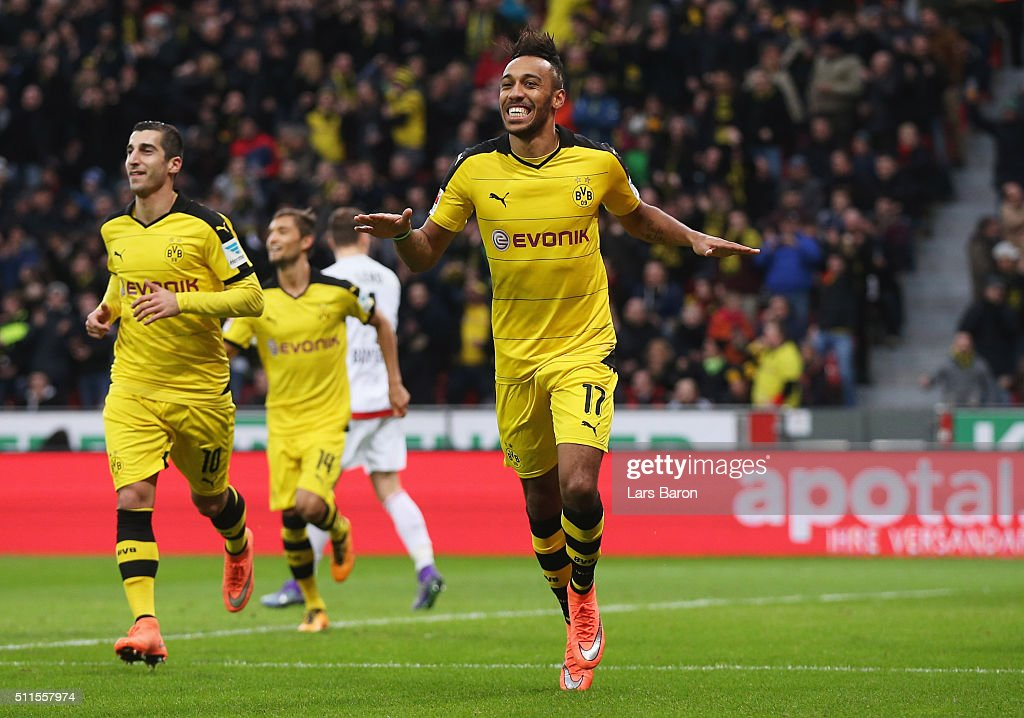 <a gi-track='captionPersonalityLinkClicked' href=/galleries/search?phrase=Pierre-Emerick+Aubameyang&family=editorial&specificpeople=6344916 ng-click='$event.stopPropagation()'>Pierre-Emerick Aubameyang</a> of Borussia Dortmund (17) celebrates with team mates as he scores their first goal during the Bundesliga match between Bayer Leverkusen and Borussia Dortmund at BayArena on February 21, 2016 in Leverkusen, Germany.