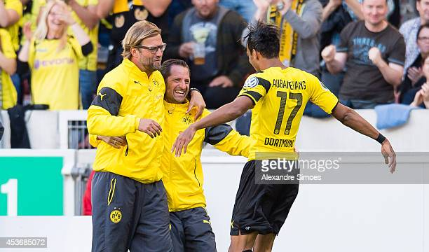 PierreEmerick Aubameyang of Dortmund celebrates with his teammates after scoring his team's second goal of Dortmund with Head coach Juergen Klopp l...