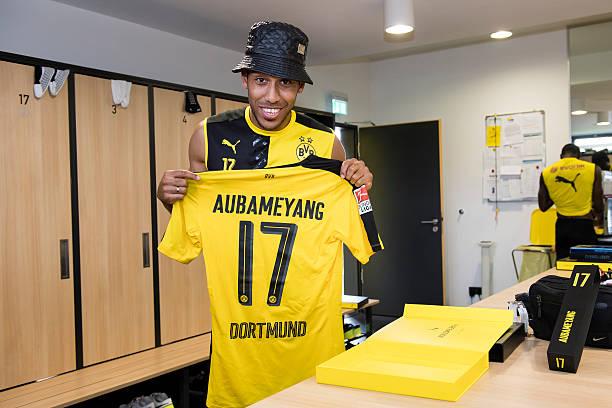9c990f5fe0f ... Pierre-Emerick Aubameyang revealing the new Borussia Dortmund home  jersey