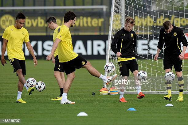 PierreEmerick Aubameyang Robert Lewandowski Mats Hummels Marco Reus and Lukasz Piszczek of Borussia Dortmund warm up during their training session at...
