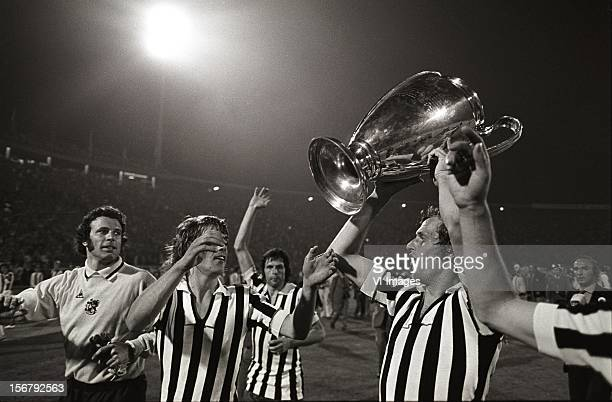 Piet Keizer Wim Suurbier John Rep Heinz Stuy celebrate with the cup after winning the European Cup final match between Ajax and Juventus at the Red...