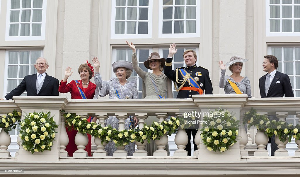 Pieter van Vollenhove, Princess Margriet, Queen Beatrix, Princess Maxima, Crown Prince Willem Alexander, <a gi-track='captionPersonalityLinkClicked' href=/galleries/search?phrase=Princess+Laurentien&family=editorial&specificpeople=212952 ng-click='$event.stopPropagation()'>Princess Laurentien</a> and Prince Constantijn of The Netherlands wave from the balcony of the Noordeinde Palace after the Queen's Budget Presentation on September 20, 2011 in Amsterdam, Netherlands.