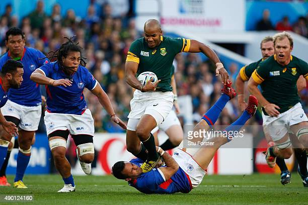 Pietersen of South Africa breaks past Mike Stanley of Samoa during the 2015 Rugby World Cup Pool B match between South Africa and Samoa at Villa Park...