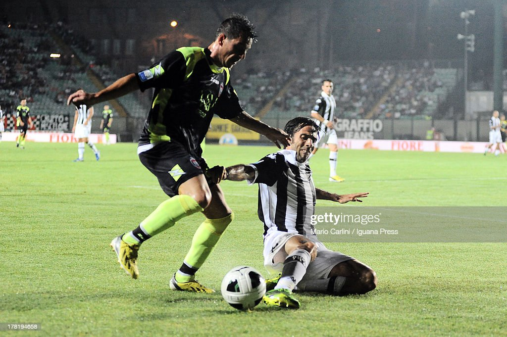 Pietro De Giorgio # 10 of FC Crotone( L ) competes the ball with Hernan Delllafiore # 5 of AC Siena during the Serie B match between AC Siena and FC Crotone at Stadio Artemio Franchi on August 24, 2013 in Siena, Italy.