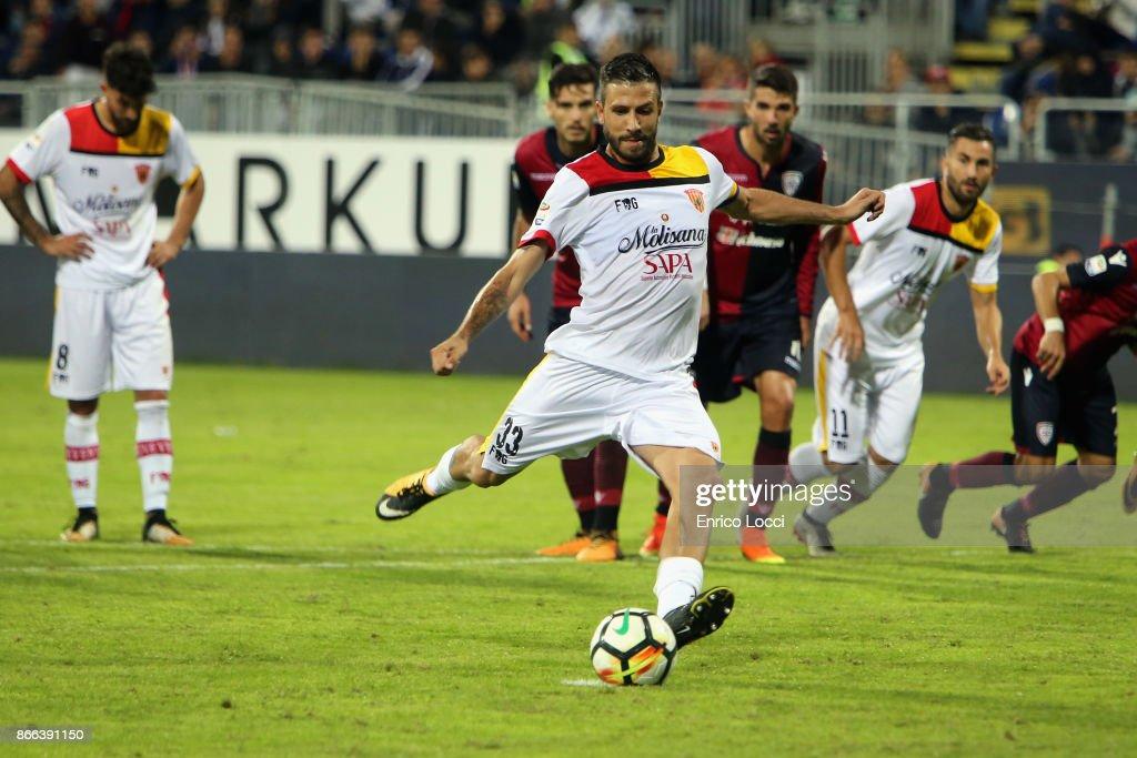 Pietro Iammello of Benevento scores his goal 1-1 during the Serie A match between Cagliari Calcio and Benevento Calcio at Stadio Sant'Elia on October 25, 2017 in Cagliari, Italy.