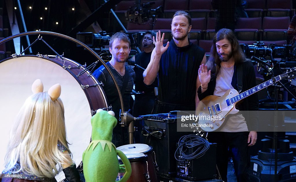 THE MUPPETS - 'Pig Girls Don't Cry (Pilot)' - Miss Piggy is furious that Kermit booked Elizabeth Banks as a guest on her late night talk show Up Late with Miss Piggy, Fozzie Bear meets his girlfriend's parents, and Grammy Award-winning rock band Imagine Dragons performs their new single 'Roots,' on the season premiere of 'The Muppets,' TUESDAY SEPTEMBER 22 (8:00-8:30 p.m., ET) on the ABC Television Network.