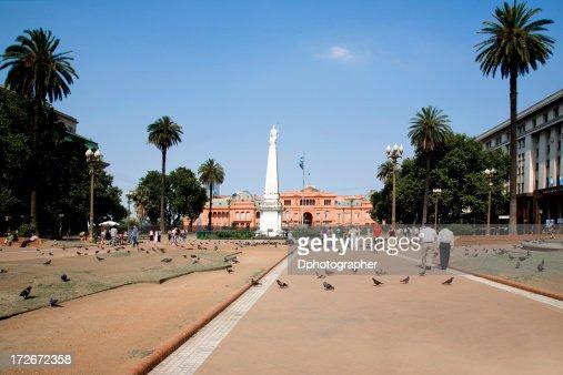 Pigeons & people at Casa Rosada, Buenos Aires, Argentina