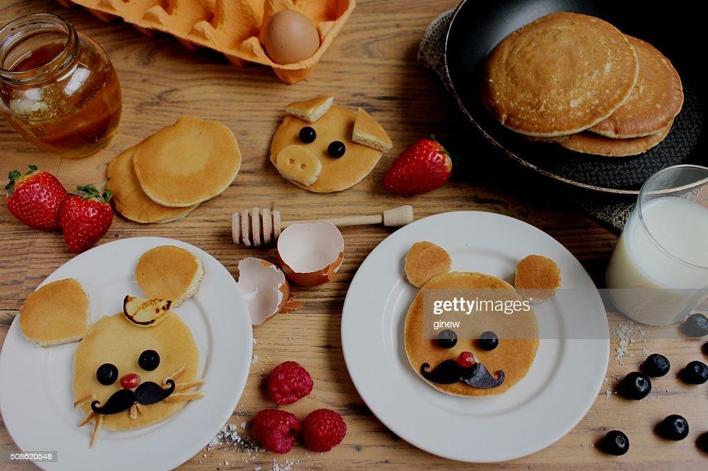 Pig,teddy bear, mouse pancake cure breakfast : Stock Photo