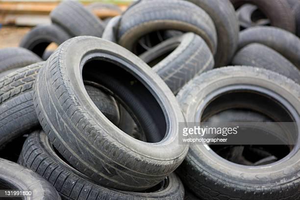 Pile de vieux pneus