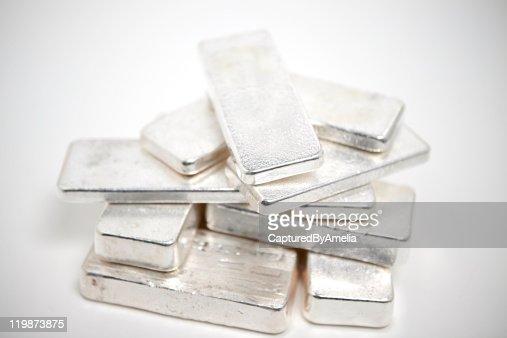 Pila di lingotti d'argento